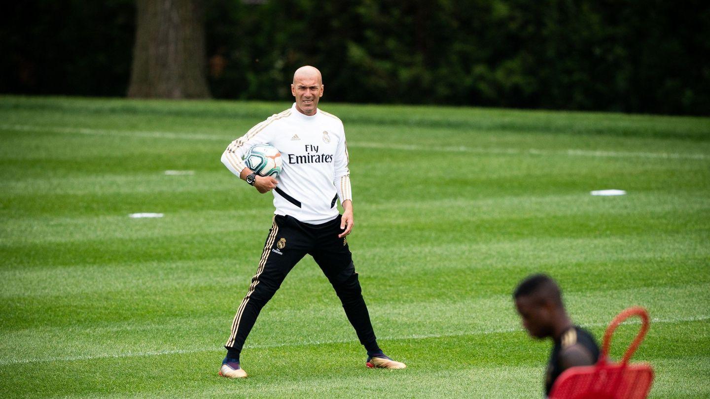 Zidane en un entrenamiento del Real Madrid en Montreal. (Efe)