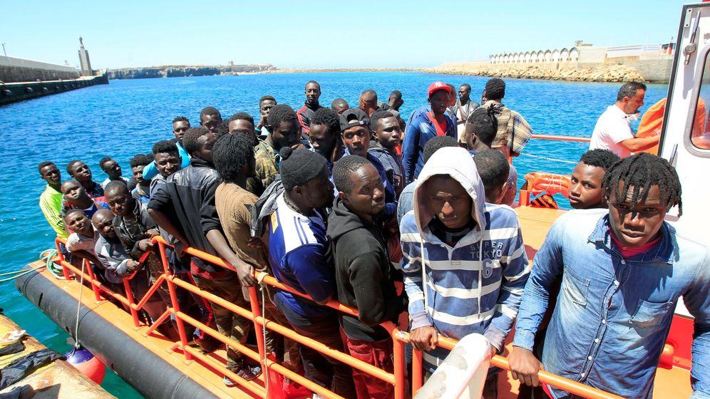 Foto: Inmigrantes rescatados este fin de semana en el Estrecho. (EFE)