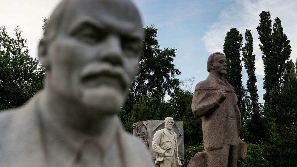 Foto: Estatuas de Lenin y de otros jerarcas soviéticos en el Parque Muzeón de Moscú (Reuters)