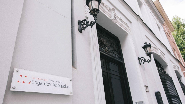 El libro del 40 aniversario de Sagardoy reúne a figuras como Aznar, González o Pizarro