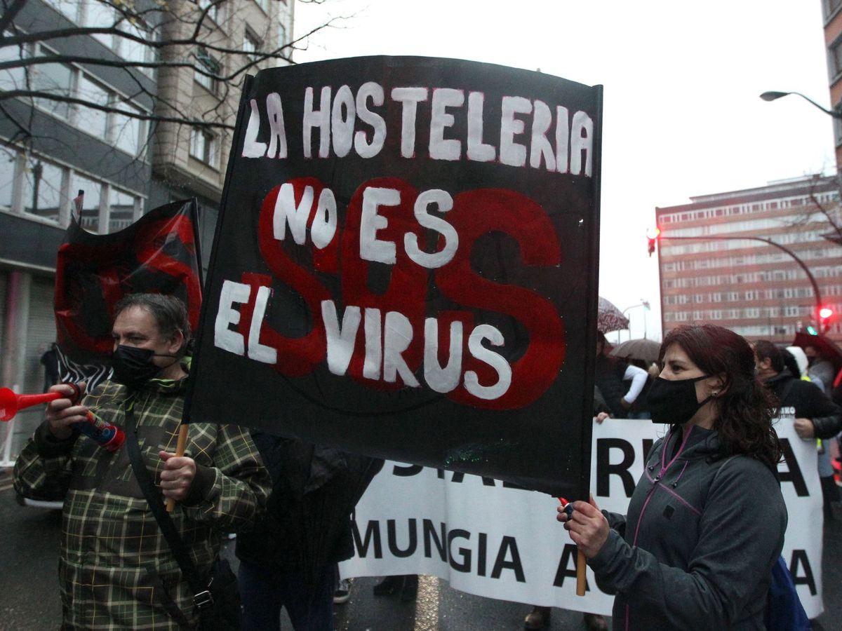 Foto: Manifestación de hosteleros en Bilbao, el pasado 12 de diciembre. (EFE)