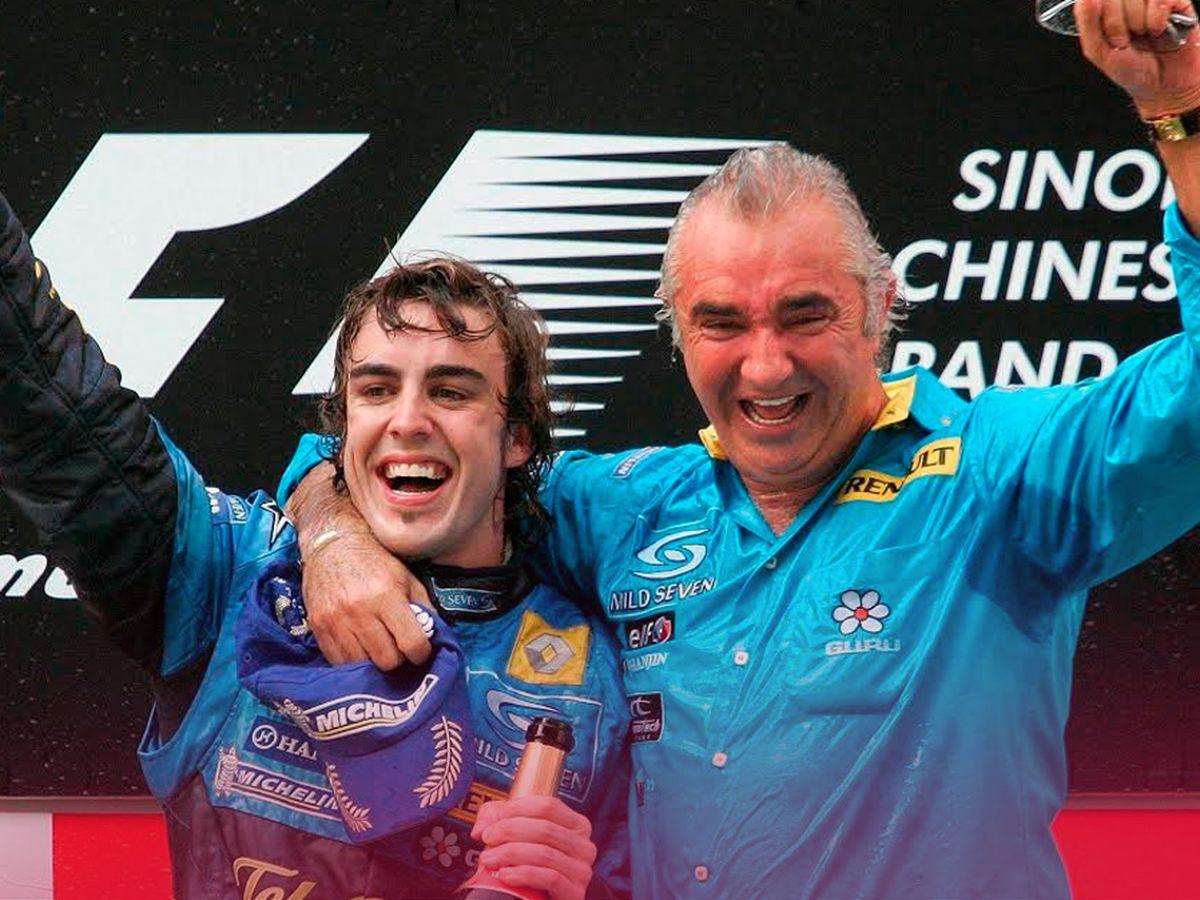 Foto: Alonso celebra su victoria en el GP de China junto a Flavio Briatore.