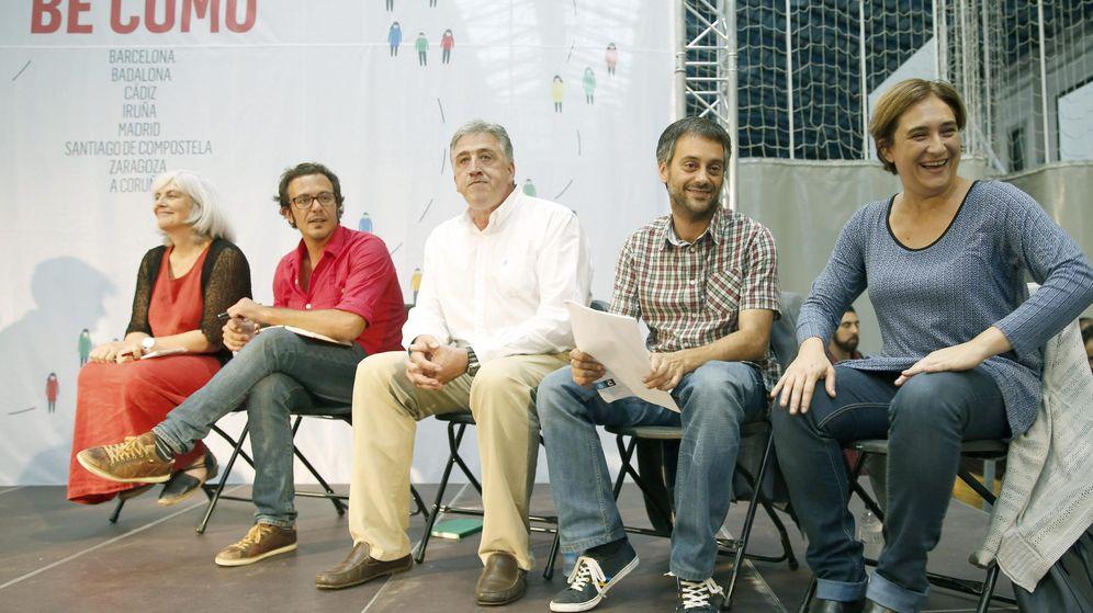 Foto: Alcaldes de las candidaturas municipalistas de confluencia, en un encuentro en Barcelona. (EFE)