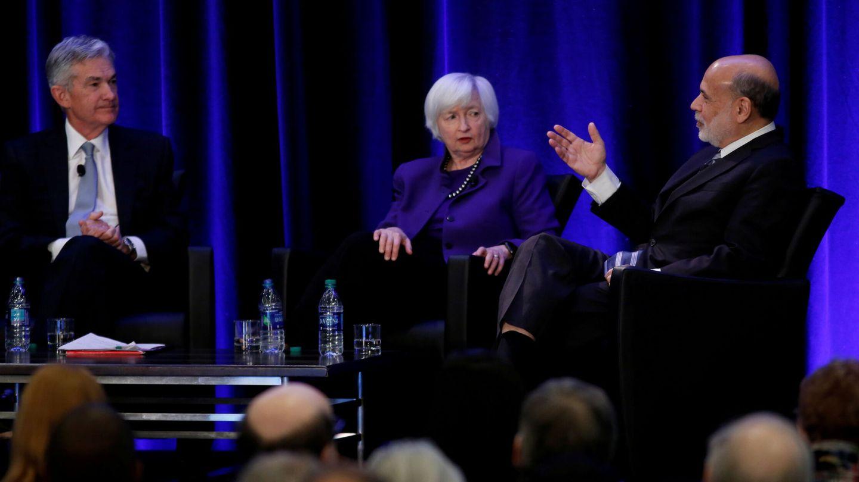 El presidente de la Fed, Jerome Powell, junto a Janet Yellen y Ben Bernanke. (Reuters)