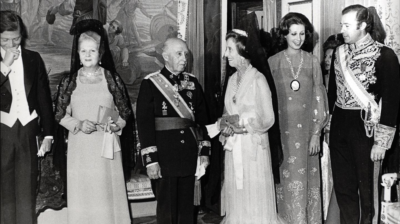 Francisco Franco, Carmen Polo, Carmen Martínez-Bordiú y el fallecido duque de Cádiz en 1970. (Gtres)