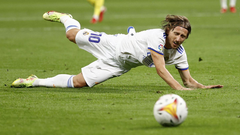 Modric volvió a tratar de hacer de Kroos y de él mismo. (Reuters)