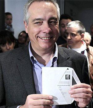 """Pere Navarro vota con unas sensaciones """"fantásticas"""" en unos comicios """"trascendentales"""""""