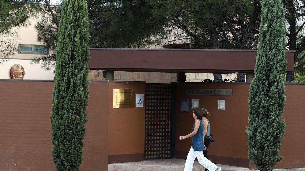 Foto: Los medios de comunicación trabajan en la embajada de Corea del Norte en Madrid. (EFE)