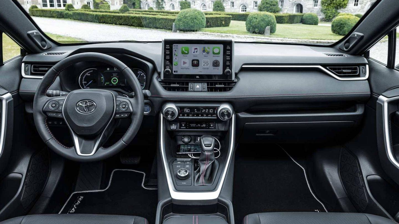 Interior sin cambios respecto al RAV4 Hybrid ya a la venta, salvo su pantalla central de 9 pulgadas.