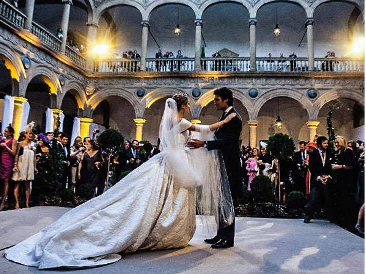 Foto: Los duques de Feria en su boda celebrada en el Hospital de Tavera. (Redes sociales)