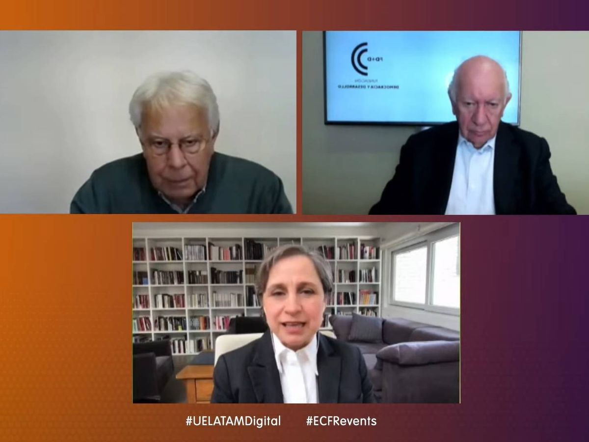 Foto: El expresidente del Gobierno Felipe González, el expresidente chileno Ricardo Lagos y la periodista mexicana Carmen Aristegui durante el debate virtual.