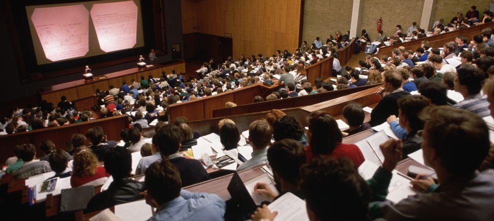 Foto: España está por encima de la media de la OCDE en número de jóvenes que ni estudian ni trabajan. (Corbis)