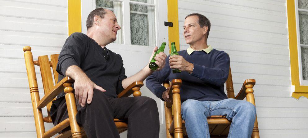 Foto: Una buena relación con los vecinos trae más alegrías que disgustos. (iStock)