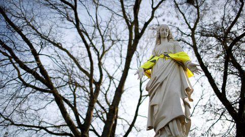 Una Virgen con chaleco amarillo