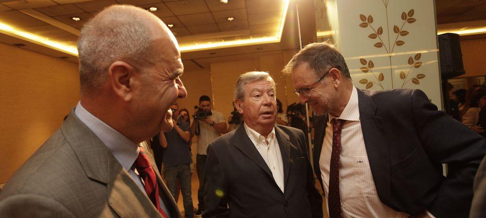 Foto: Manuel Chaves, José Luis Corcuera y Marcelino Iglesia. (E. Villarino)