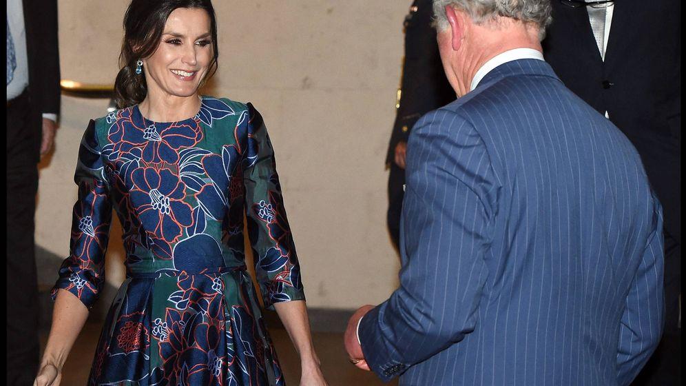 Foto: La reina Letizia y el príncipe Carlos. (Cordon Press)