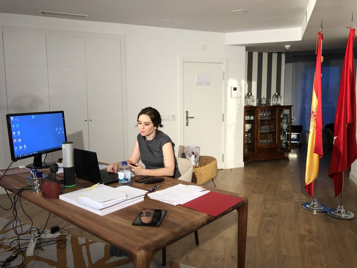 Foto: Díaz Ayuso se mantiene en esta habitación de un hotel de Madrid desde que dio positivo por coronavirus.