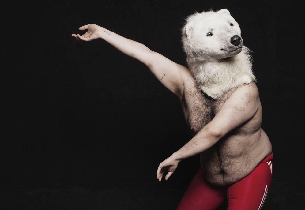 Foto: Alberto Velasco protagoniza 'La inopia. Coreografías para un bailarín de 120 kilos' (Guille Sola)