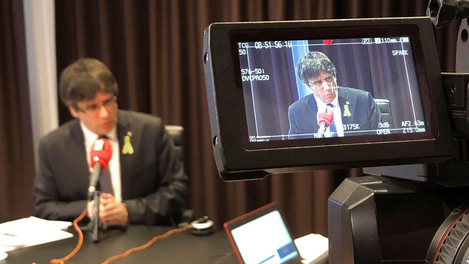 Foto: Fotografía facilitada por RAC1 del líder de Junts per Catalunya, Carles Puigdemont, durante una entrevista. (EFE)