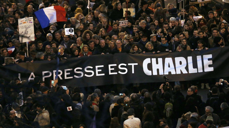 Sindicatos de periodistas se solidarizan con sus compañeros asesinados: 'La prensa es Charlie'. (Efe)