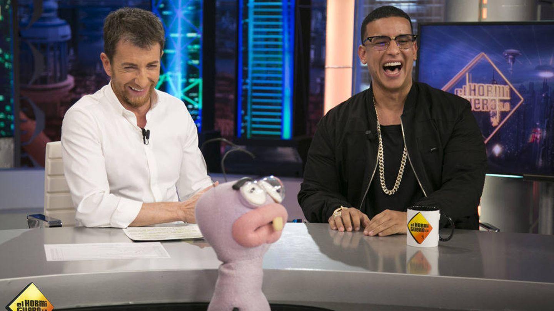 Daddy Yankee, junto a Pablo Motos en 'El hormiguero'.