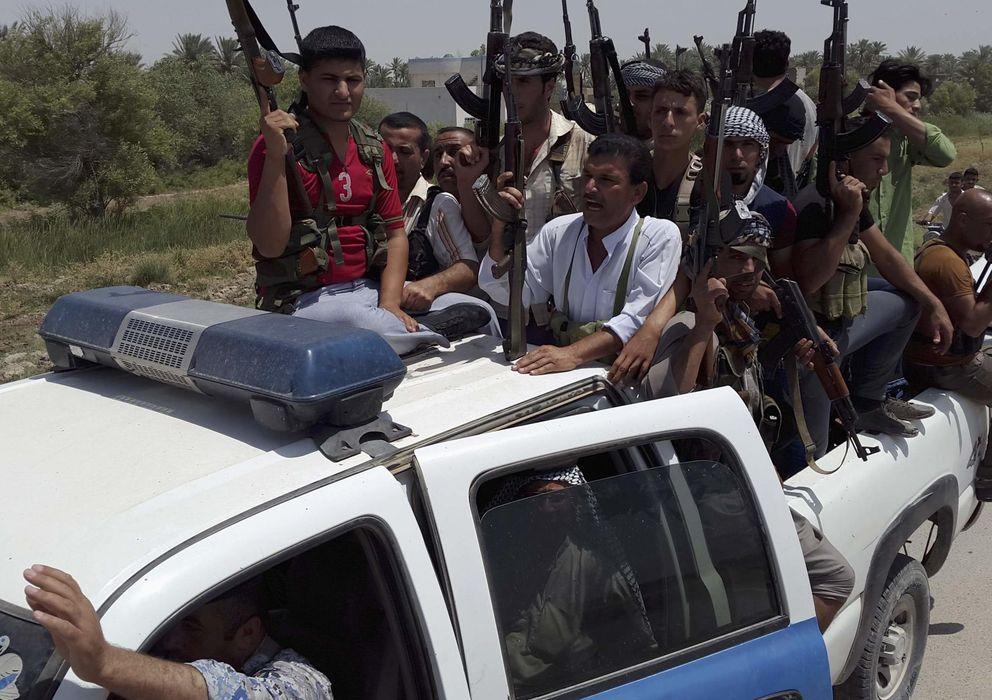 Foto: Combatientes tribales y miembros de las fuerzas de seguridad iraquíes durante un curso intensivo de combate en las afueras de Diyala. (Reuters)
