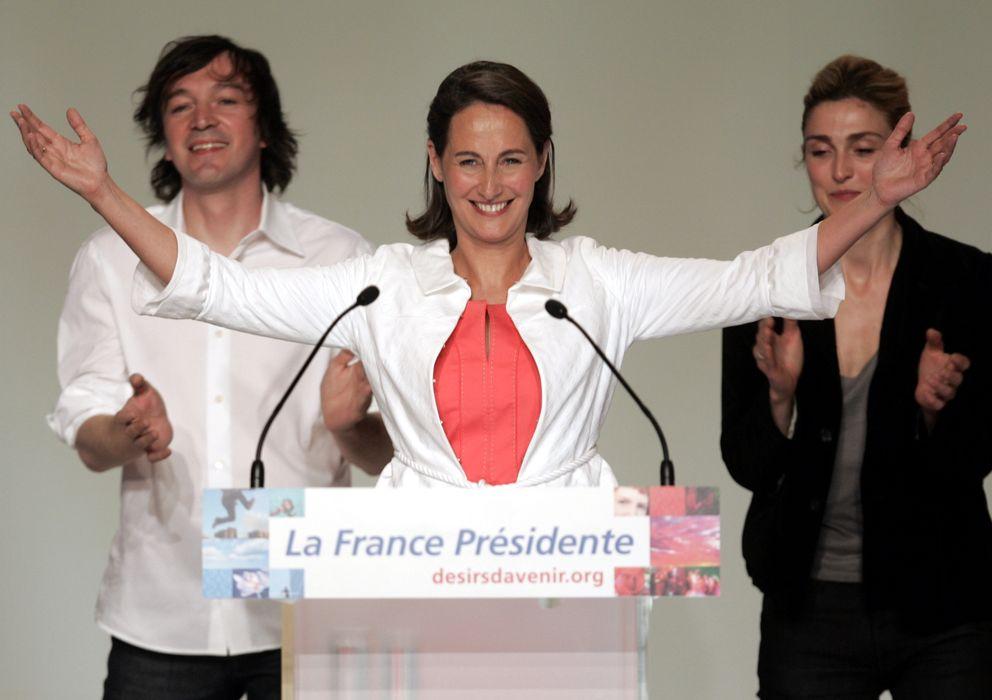 Foto: Segolène Royal, en un discurso en Montpellier junto a la actriz Julie Gayet (Reuters)