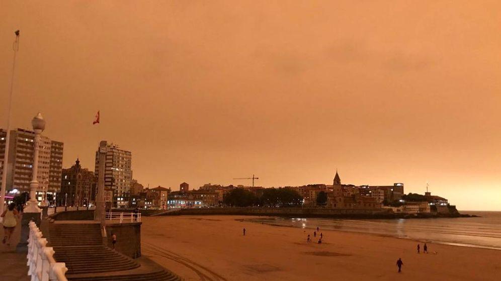 Foto: El cielo de Gijón ha amanecido completamente naranja (@PMendez93)