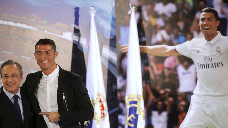 Florentino Pérez y Cristiano Ronaldo, tras la última renovación del portugués con el Real Madrid. (Reuters)
