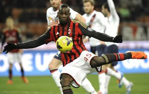Un golazo de Balotelli da vida al Milan antes de recibir al Atlético