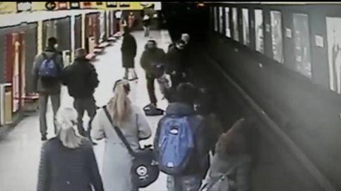 Un joven salva a un niño que había caído a las vías del metro de Milán