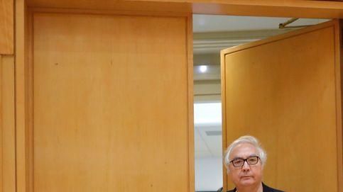 Los saludos marciales del ministro Manuel Castells
