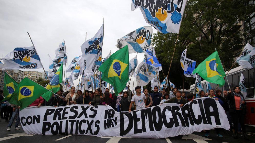 Foto: Manifestantes apoyan a Da Silva en las calles de Brasil. (Reuters)