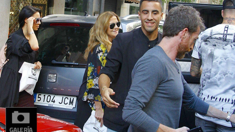 Vea todas las fotos de las dos parejas riéndose por Madrid. (Galería)