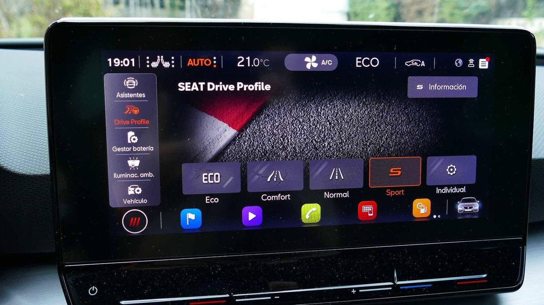 Todo se gestiona desde esta pantalla central, hasta los modos de conducción.