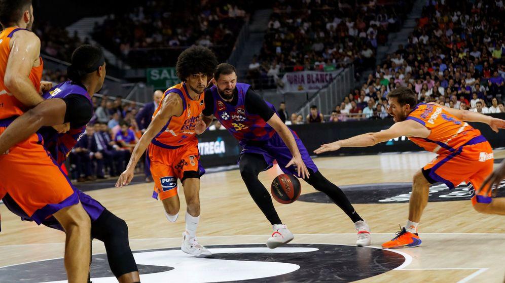 Foto: Nikola Mirotic anotó 14 puntos en la victoria del Barcelona ante el Valencia en las semifinales de la Supercopa. (EFE)