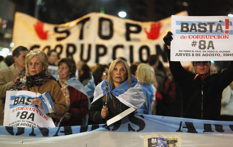 Foto: Manifestantes antigubernamentales protestan en Buenos Aires contra la corrupción, el 8 de agosto de 2013 (Reuters).