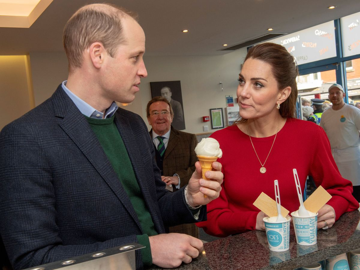 Foto: Los duques de Cambridge, este martes en Gales. (Reuters)