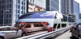 Post de China idea el autobús del futuro: 'volará' sobre los coches para evitar los atascos