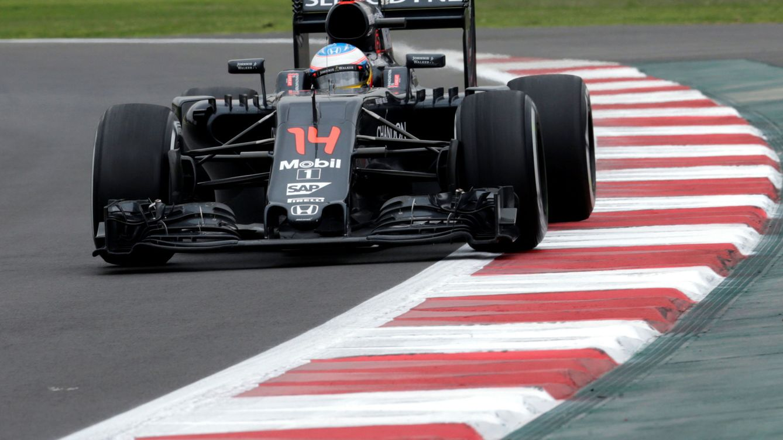 Alonso perdona a Vettel: Tiene que haber mucha frustración de su parte y de Ferrari