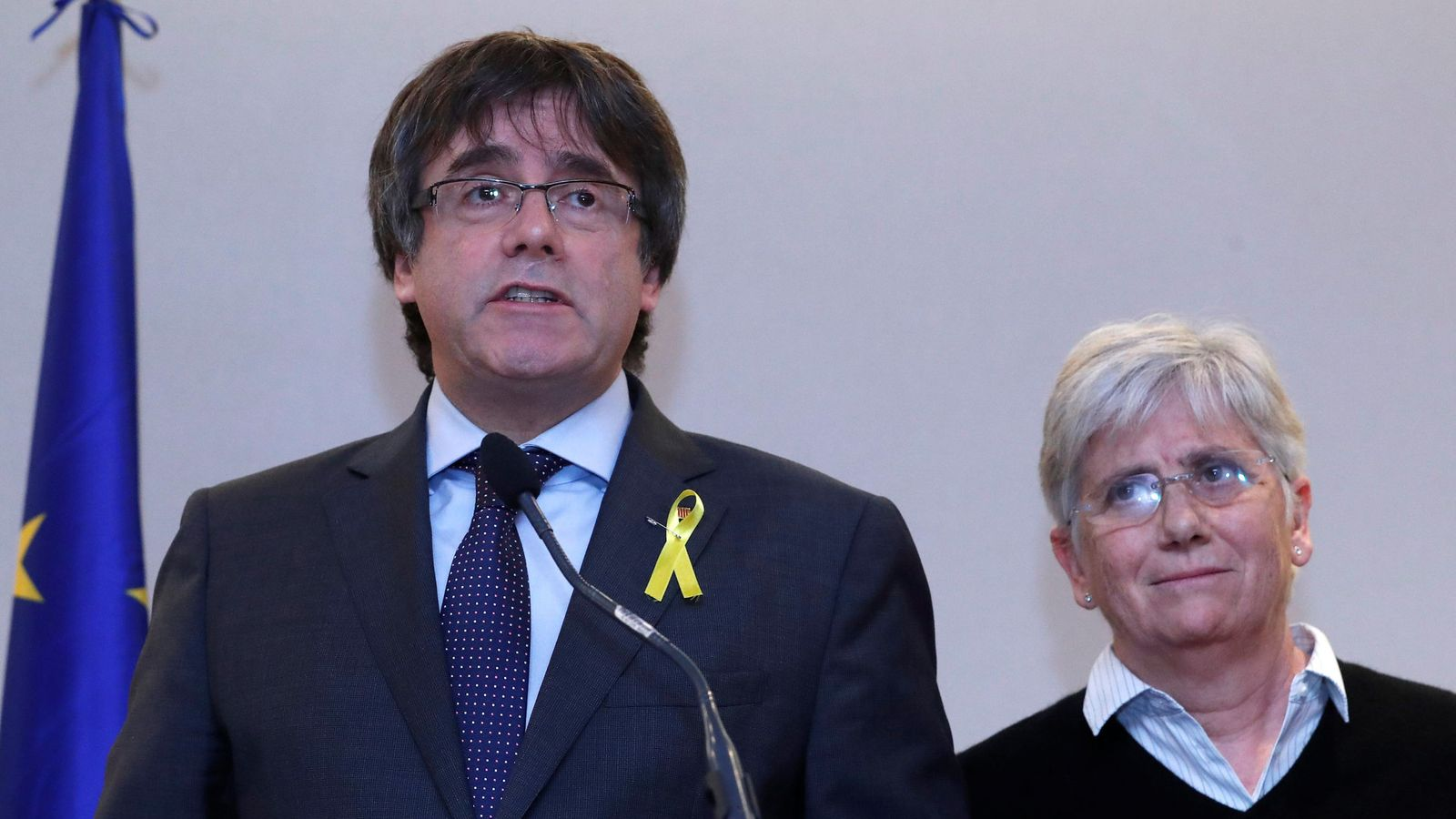 Foto: Carles Puigdemont, el 'expresident' catalán, en una rueda de prensa celebrada con sus cuatro 'exconsellers'. (Reuters)