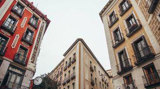 ¿Es obligatorio constituir una comunidad de vecinos en un edificio destinado al alquiler?
