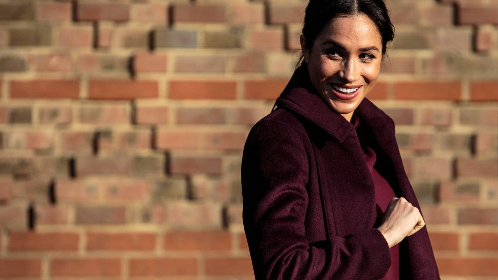 Foto: Meghan Markle con un total look burgundy. (Getty)