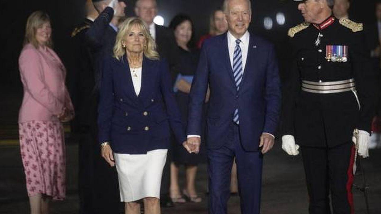 Jill y Joe Biden, a su llegada a Europa. (EFE)