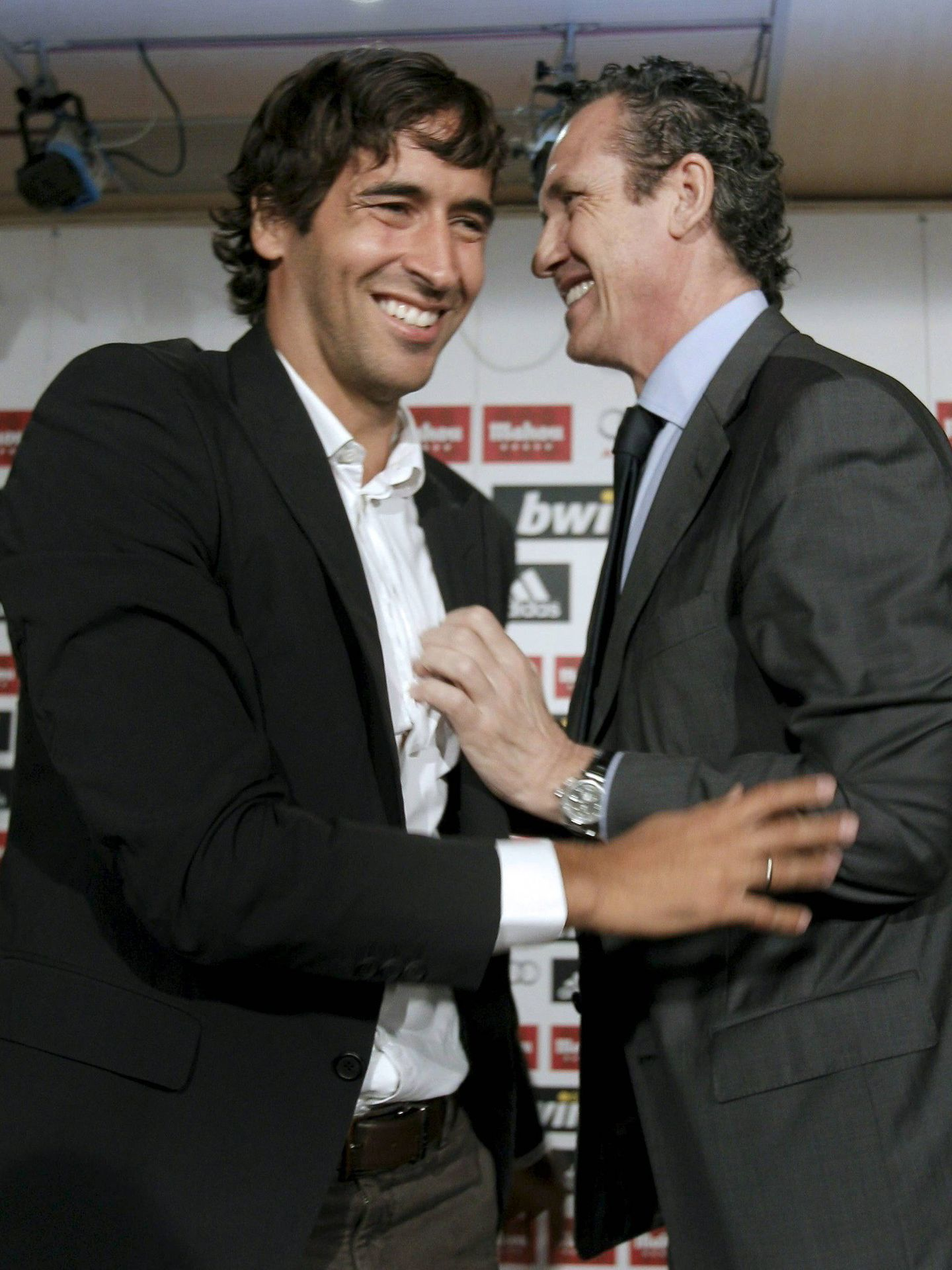 Raúl González y Jorge Valdano. (EFE)