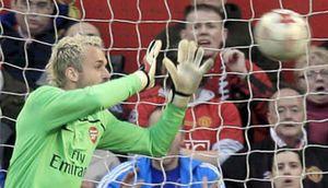 Wenger reabre el debate y Almunia divide a Inglaterra
