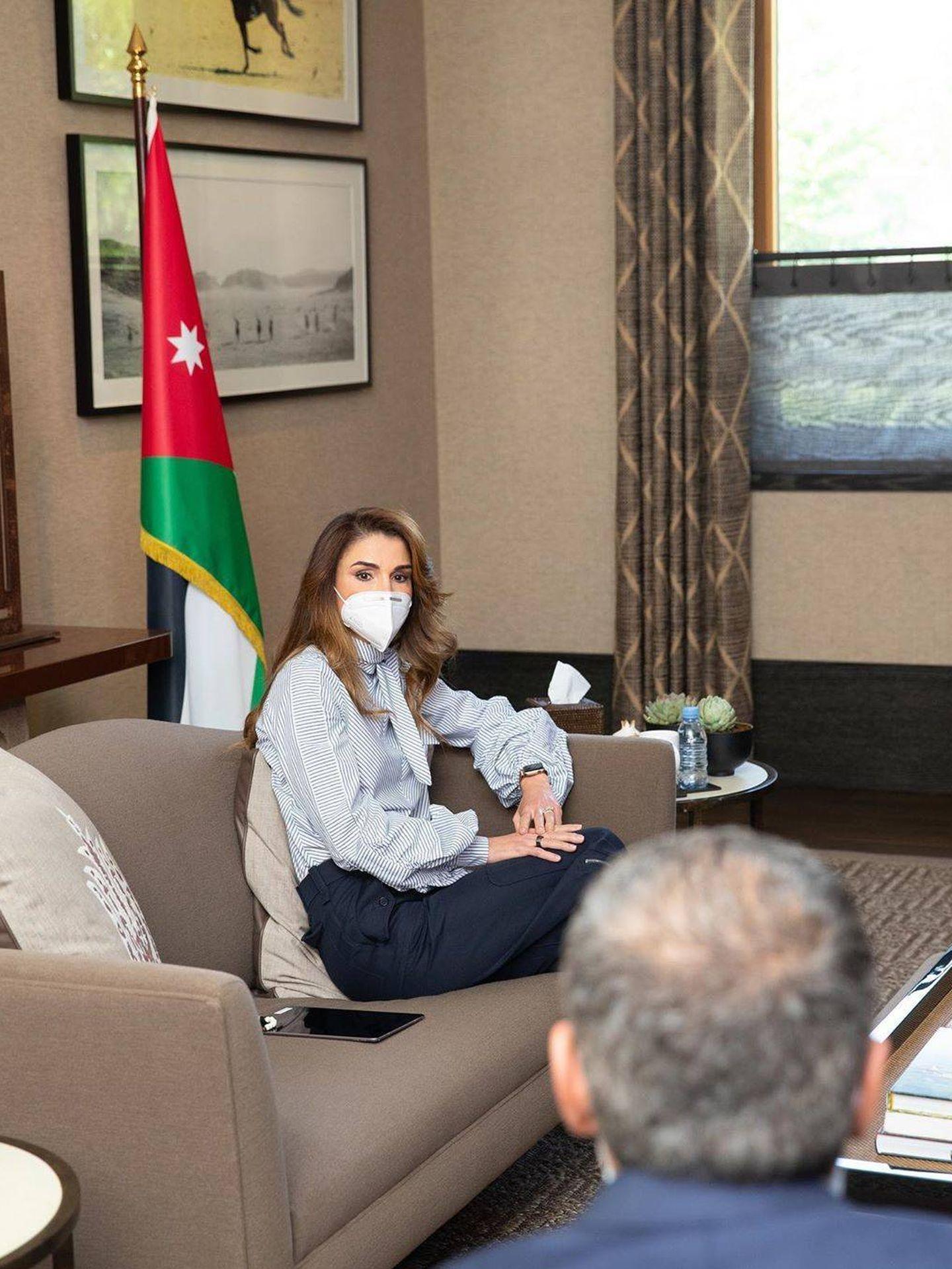 Rania de Jordania, con mascarilla. (Instagram @queenrania)
