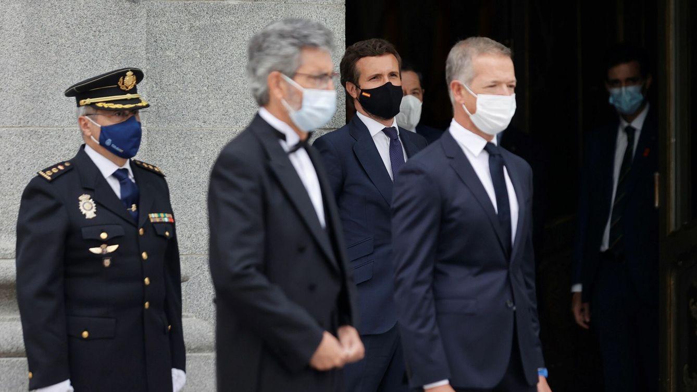 Foto: El líder del PP, Pablo Casado (c) tras la celebración este lunes del acto de apertura del Año Judicial en el Tribunal Supremo en Madrid. (EFE)