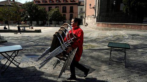 Con la mascarilla puesta y sin salir a fumar: así planean su reapertura los bares de Madrid