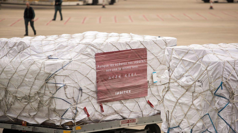 Donación de mascarillas de Inditex, recién llegadas de China. (EFE)